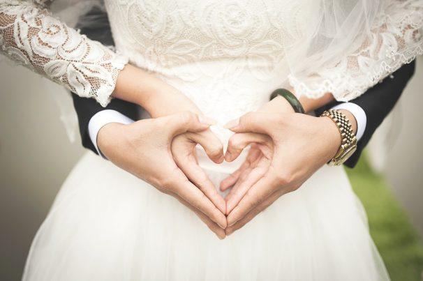 mariage mains coeur